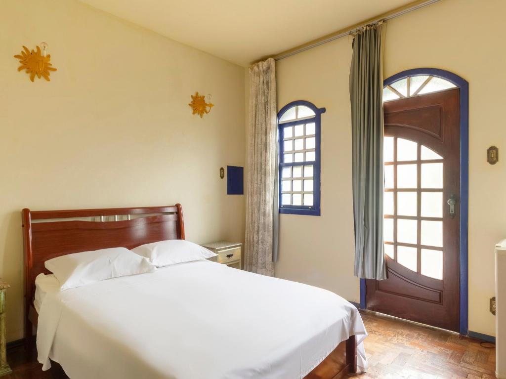 Un pat sau paturi într-o cameră la Pousada Morada Do Sol mg