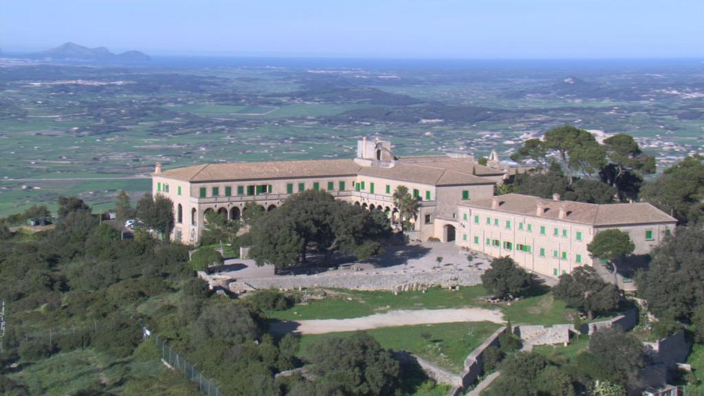 Vue panoramique sur l'établissement Santuari de Cura