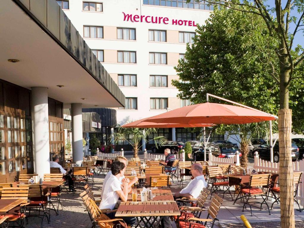 A restaurant or other place to eat at Mercure Hotel am Messeplatz Offenburg