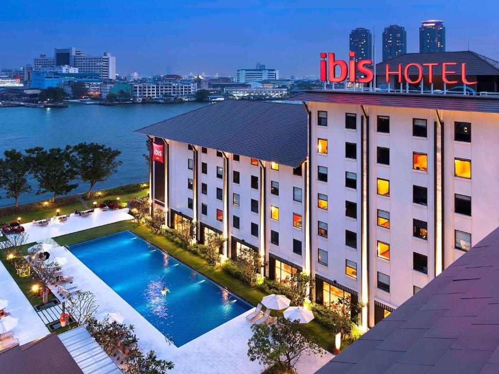 A view of the pool at Ibis Bangkok Riverside or nearby