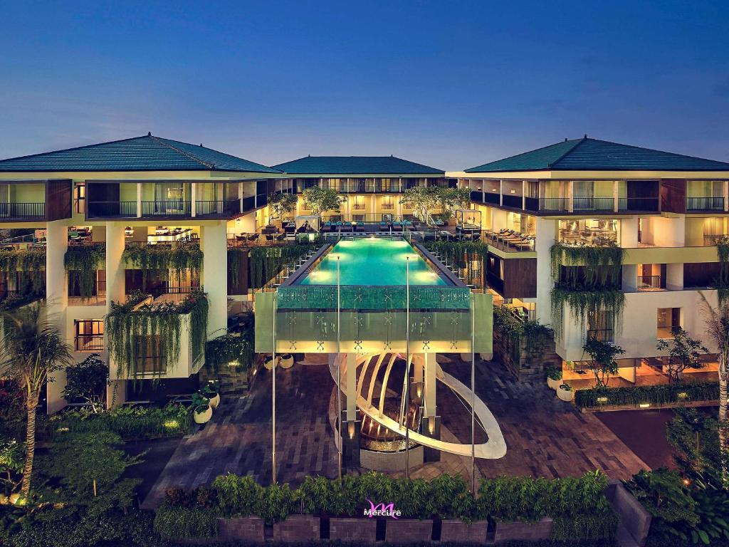 A view of the pool at Mercure Bali Legian or nearby