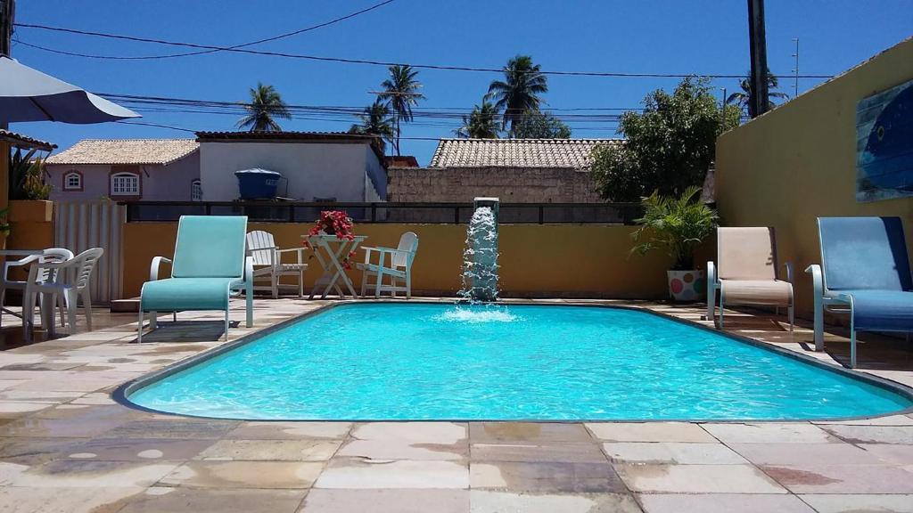 A piscina localizada em Pousada Sossego Suítes ou nos arredores