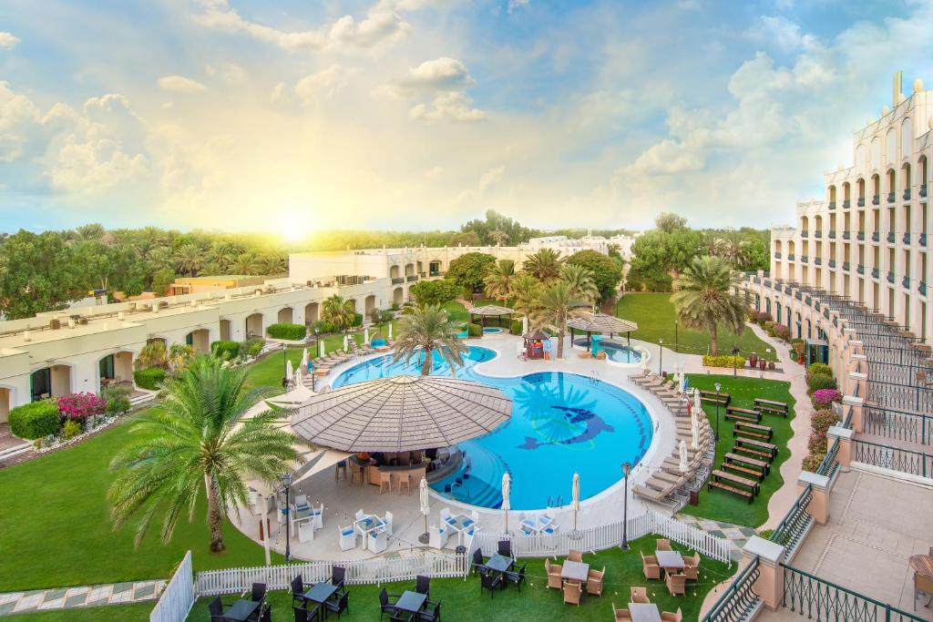 A view of the pool at Al Ain Rotana or nearby