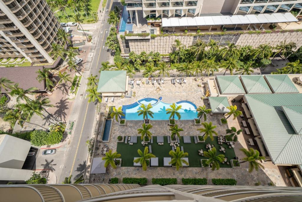 Resort Emby Suites Waikiki Beach