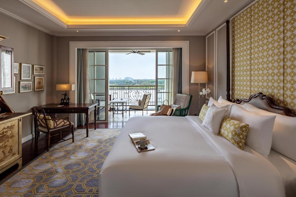 Phòng Deluxe có giường cỡ King và nhìn ra Sông