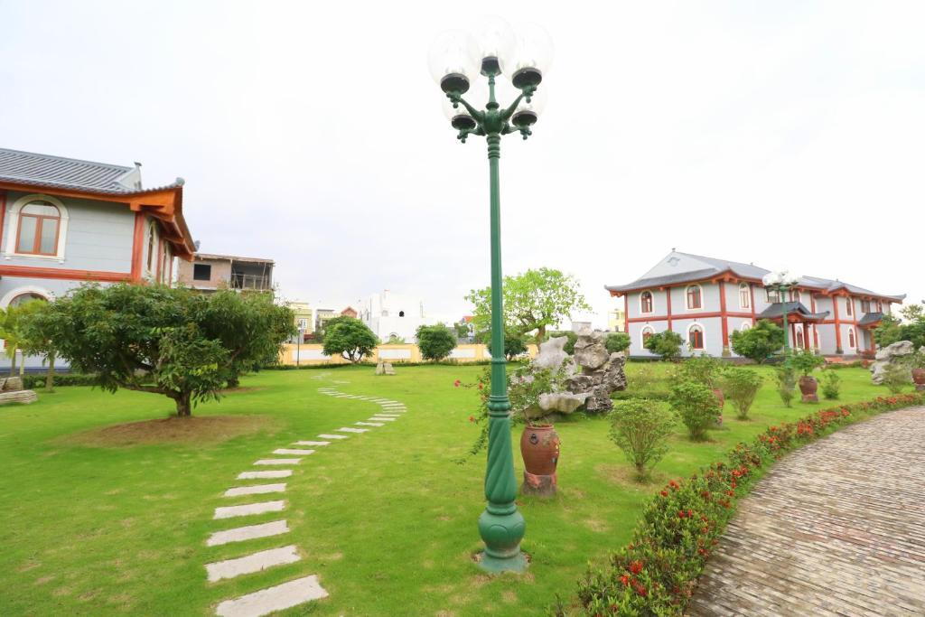 Biệt Thự Nhìn Ra Vườn