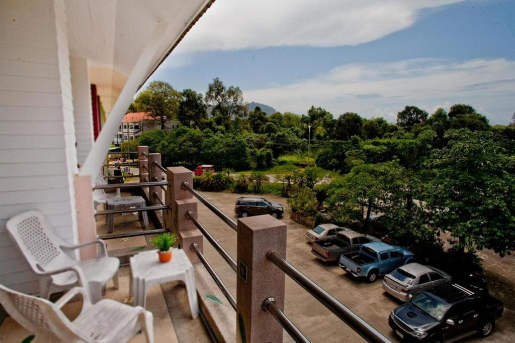 A balcony or terrace at Raya Guest House