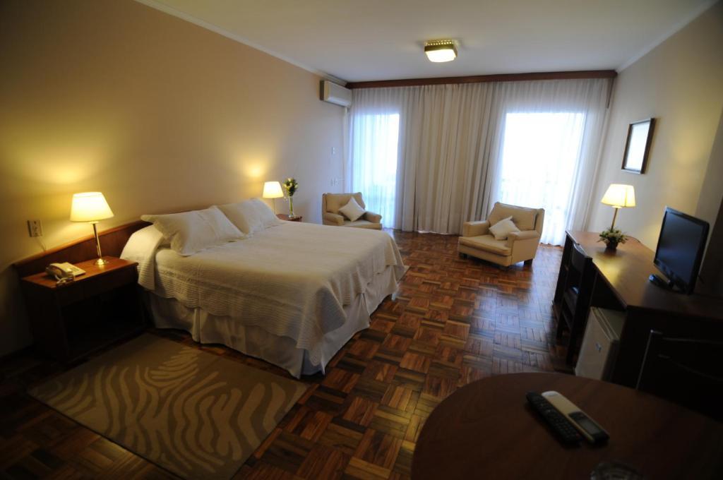 Hotel Los Cedros (Uruguay Salto) - Booking.com