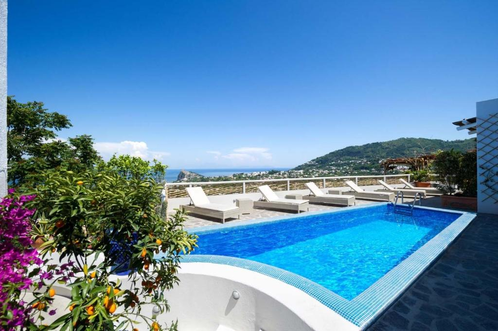 The swimming pool at or close to Relais Bijoux Ischia