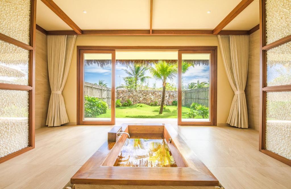 Ưu Đãi Du Lịch Tại Chỗ - Biệt Thự 1 Phòng Ngủ Có Hồ Bơi + Tín Dụng Ăn Uống 3.500.000 VND