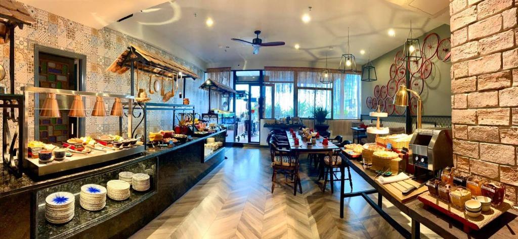 Asian Ruby Luxury Hotel