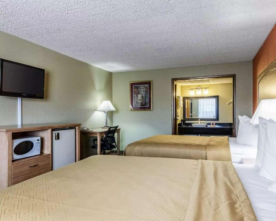 Econo Lodge Inn & Suites Salina