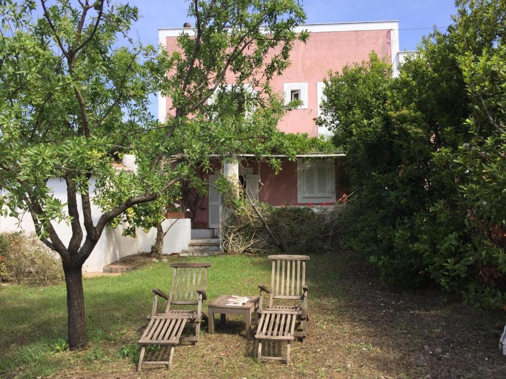 Antica Villa Gaeta antica casetta con giardino circondata dal mare, gaeta