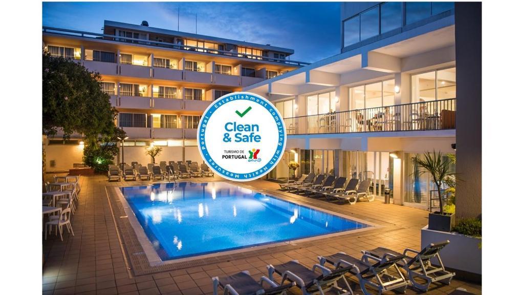 Der Swimmingpool an oder in der Nähe von Hotel Londres Estoril / Cascais