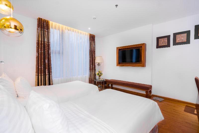 Room #142606175