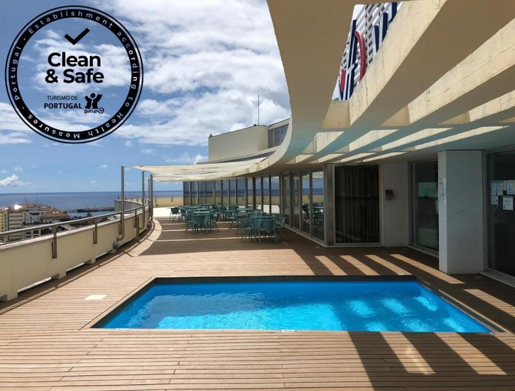 Piscine de l'établissement VIP Executive Azores Hotel ou située à proximité