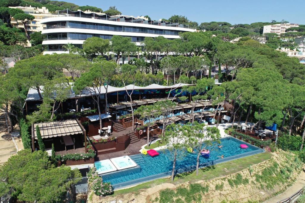 A bird's-eye view of Alàbriga Hotel & HomeSuites GL