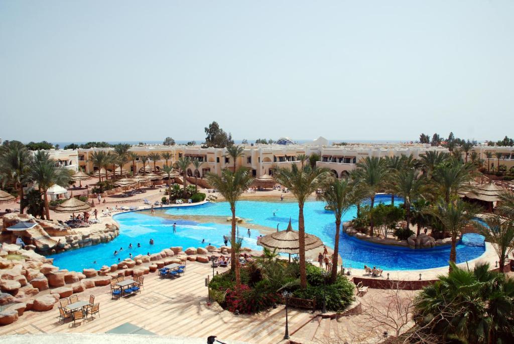 Вид на бассейн в Club El Faraana Reef Resort или окрестностях