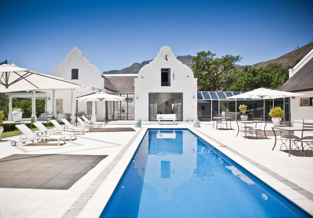 The swimming pool at or near Grand Dédale Country House