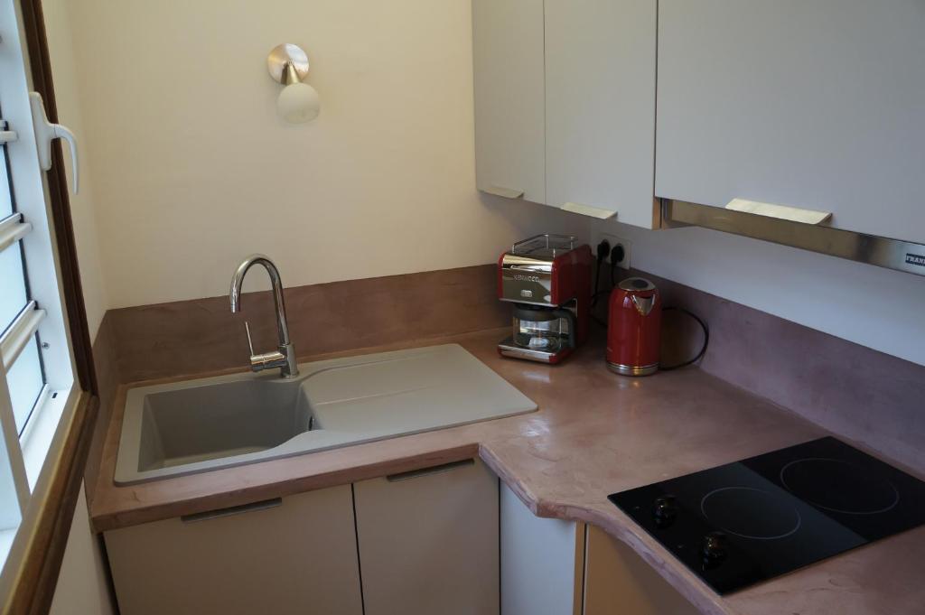Cuisine ou kitchenette dans l'établissement Kalipso