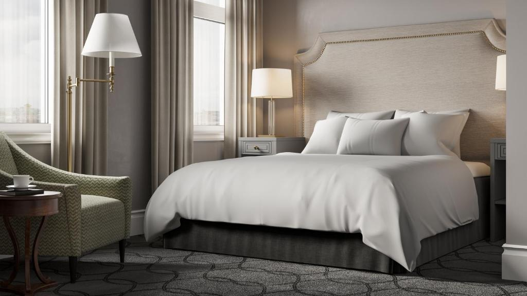 A bed or beds in a room at Victoria Hotel