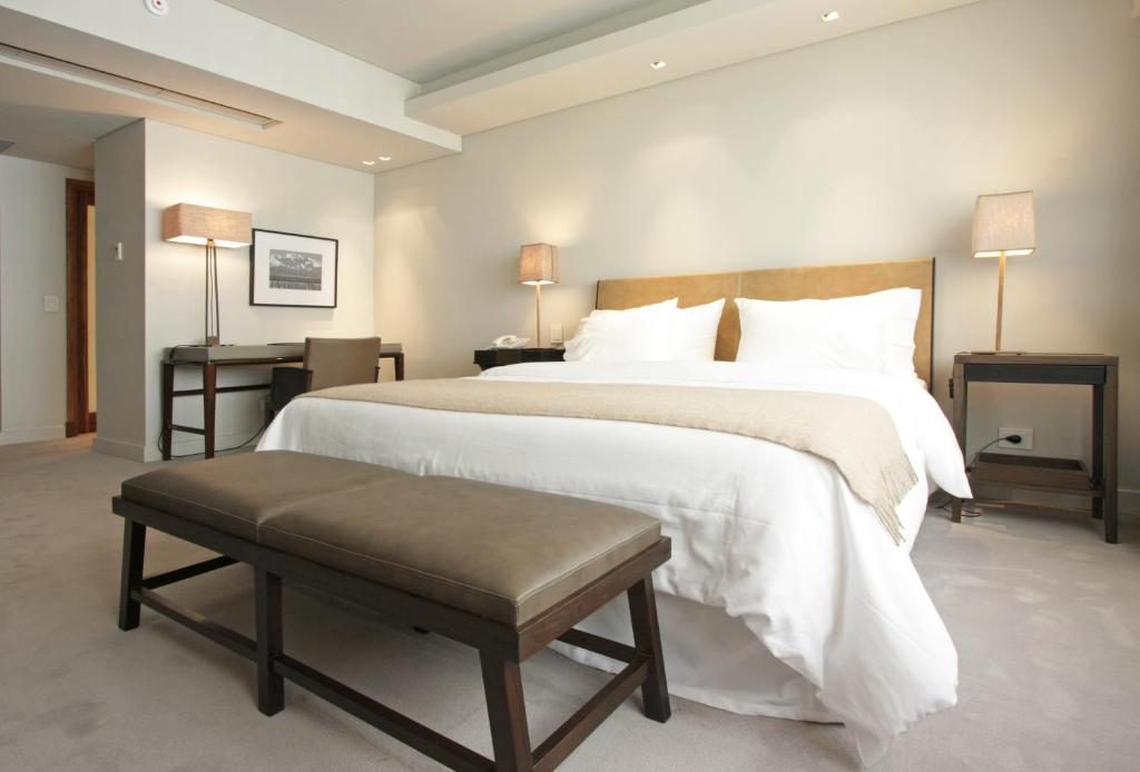 A bed or beds in a room at Serena Hotel Buenos Aires