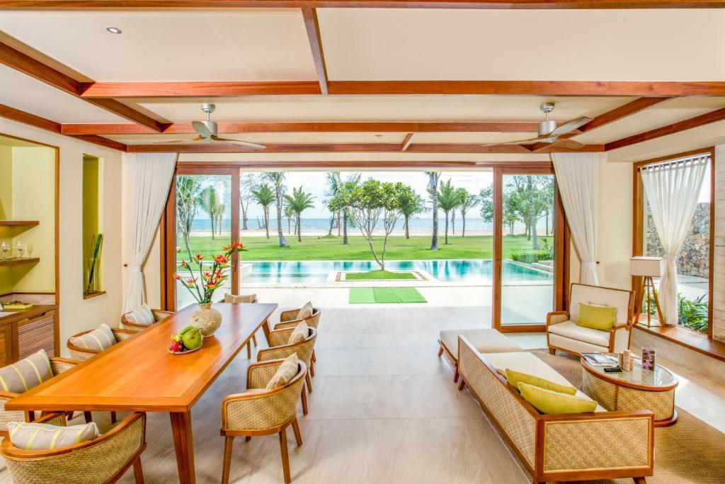 Biệt Thự Grand Beach - 5 Phòng Ngủ (Đi Kèm Tất Cả Liệu Pháp Spa)