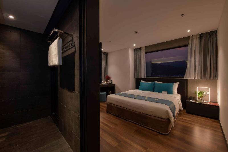 Room #459618026