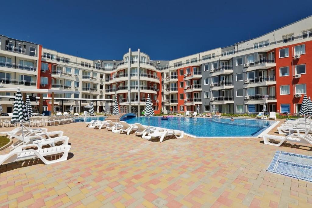 Het zwembad bij of vlak bij Emberli Aparthotel