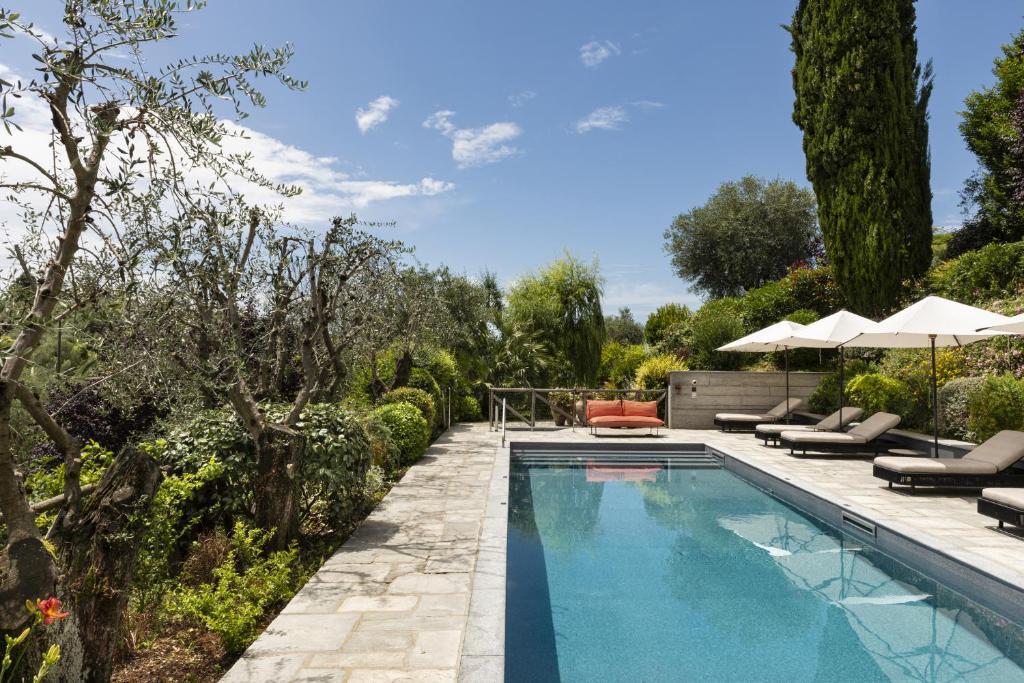 Der Swimmingpool an oder in der Nähe von Locanda al Colle