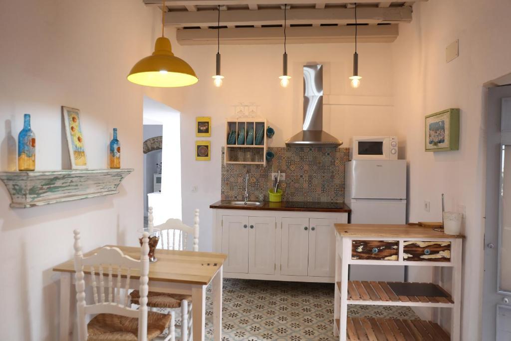 Una cocina o zona de cocina en Vivienda Turística de Alojamiento Rural Cilla Vieja
