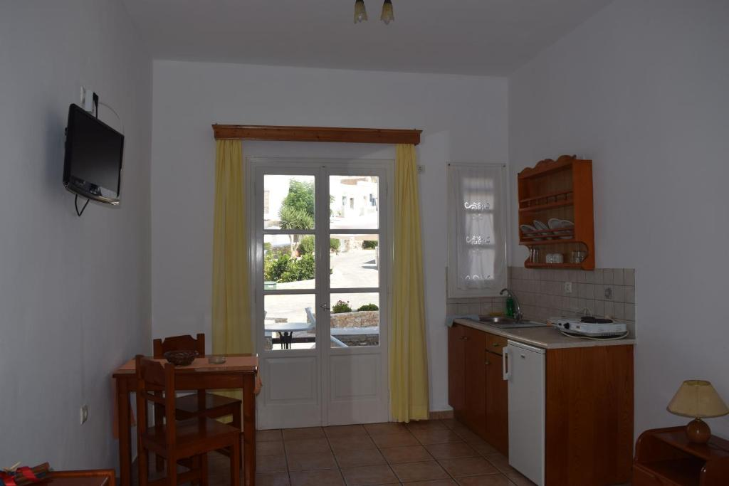 A kitchen or kitchenette at Paraporti