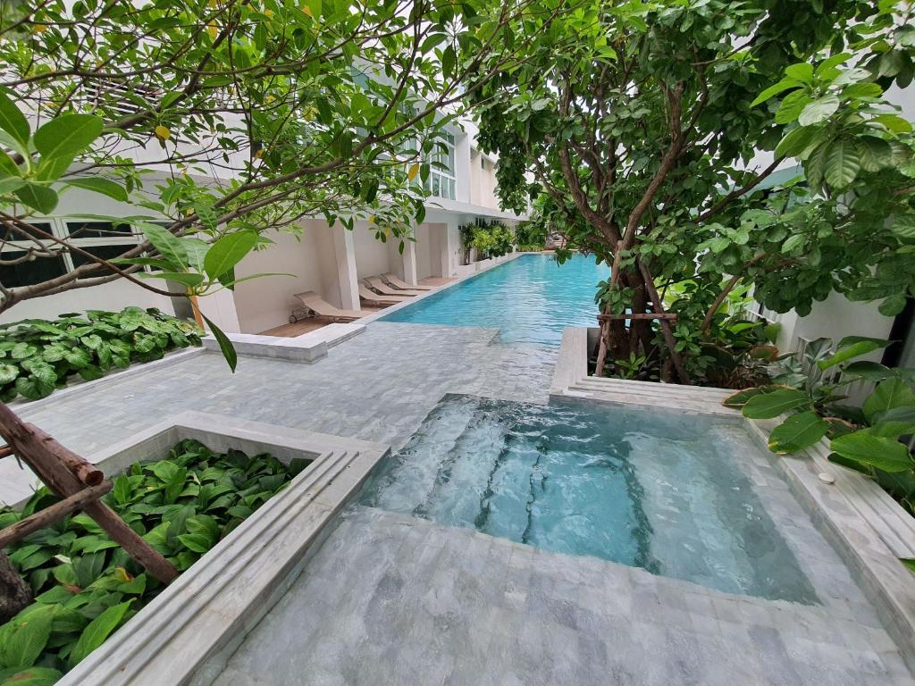 The swimming pool at or close to CHERN Bangkok