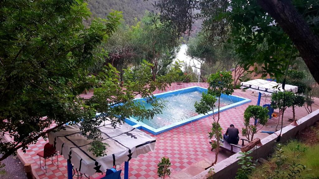 Výhled na bazén z ubytování Dar l'eau Vive nebo okolí