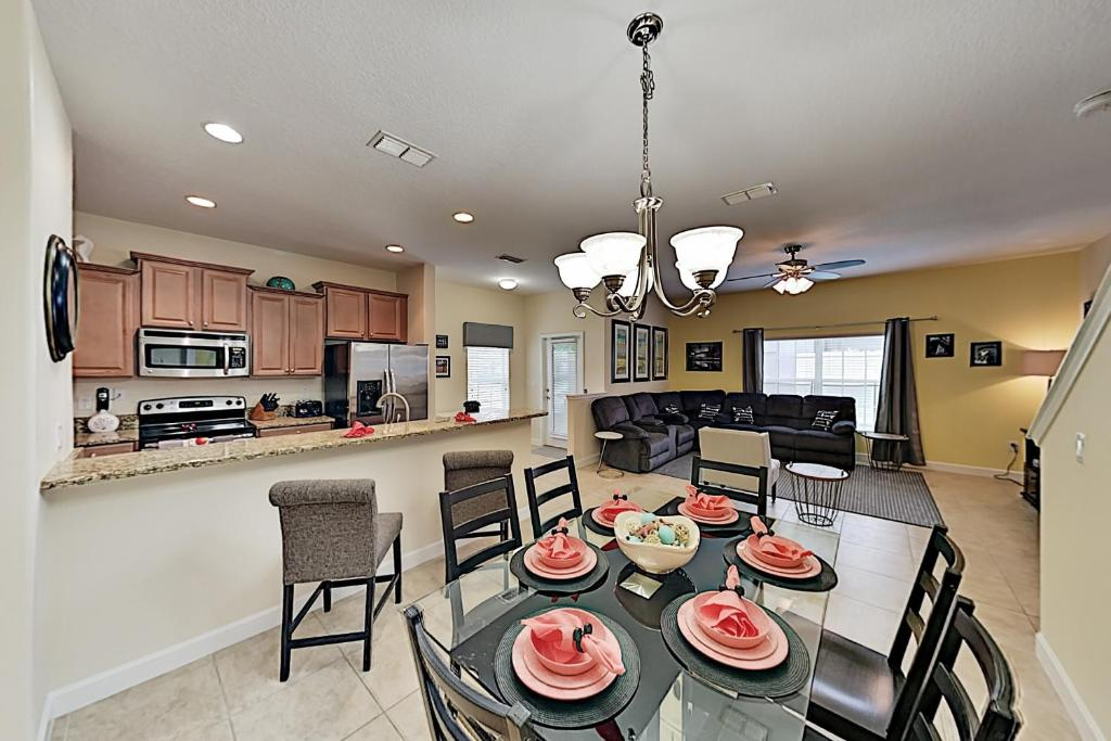 A restaurant or other place to eat at Ohana at Paradise Palms: Resort Townhome w/ Pool townhouse