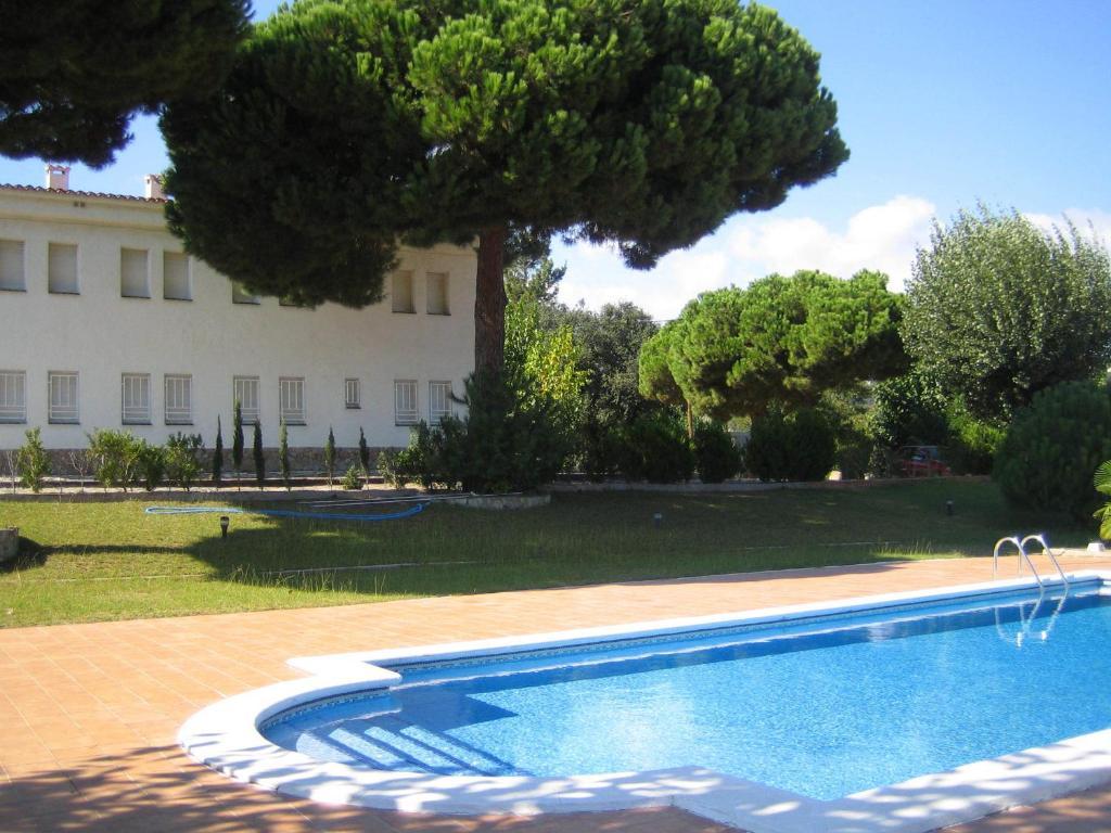 Бассейн в Hostal Los Pinares или поблизости