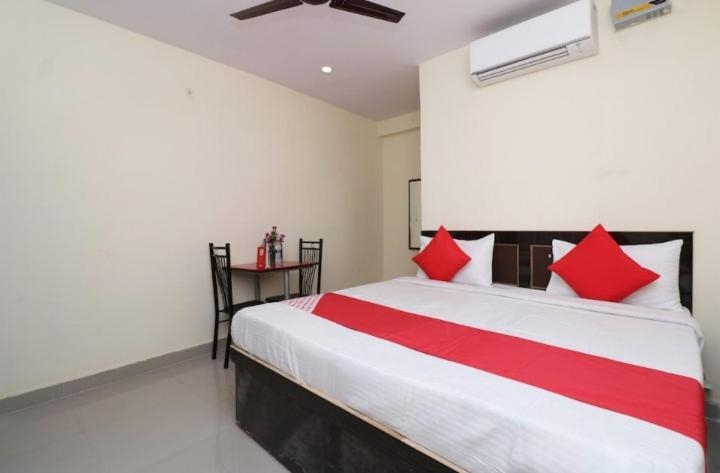 A bed or beds in a room at Anmol plaza hotal