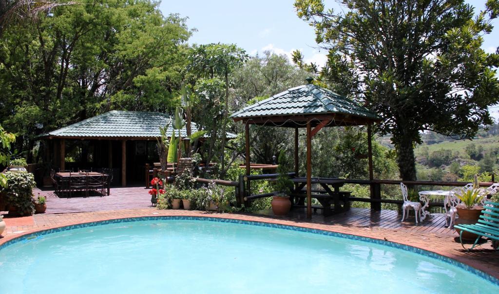 A piscina localizada em The Sabie Town House Guest Lodge ou nos arredores