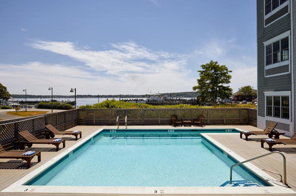 The swimming pool at or near The Harborfront Inn