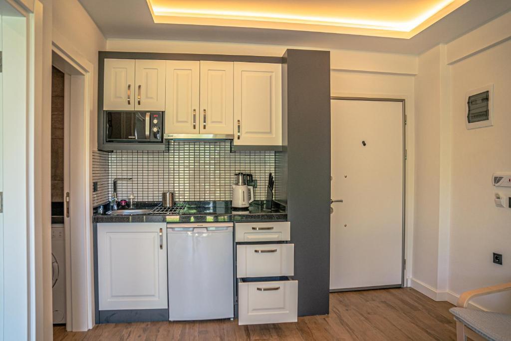Кухня или мини-кухня в Camyuva Beach Hotel