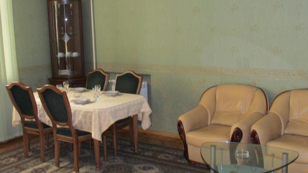A restaurant or other place to eat at Lesnaya Dacha