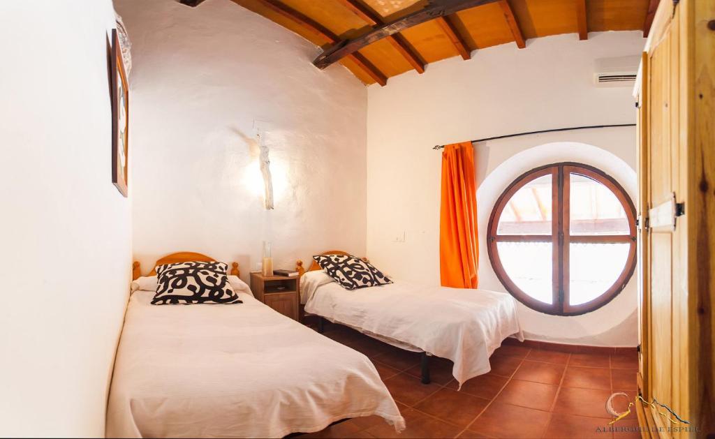 A bed or beds in a room at Albergue de Espiel