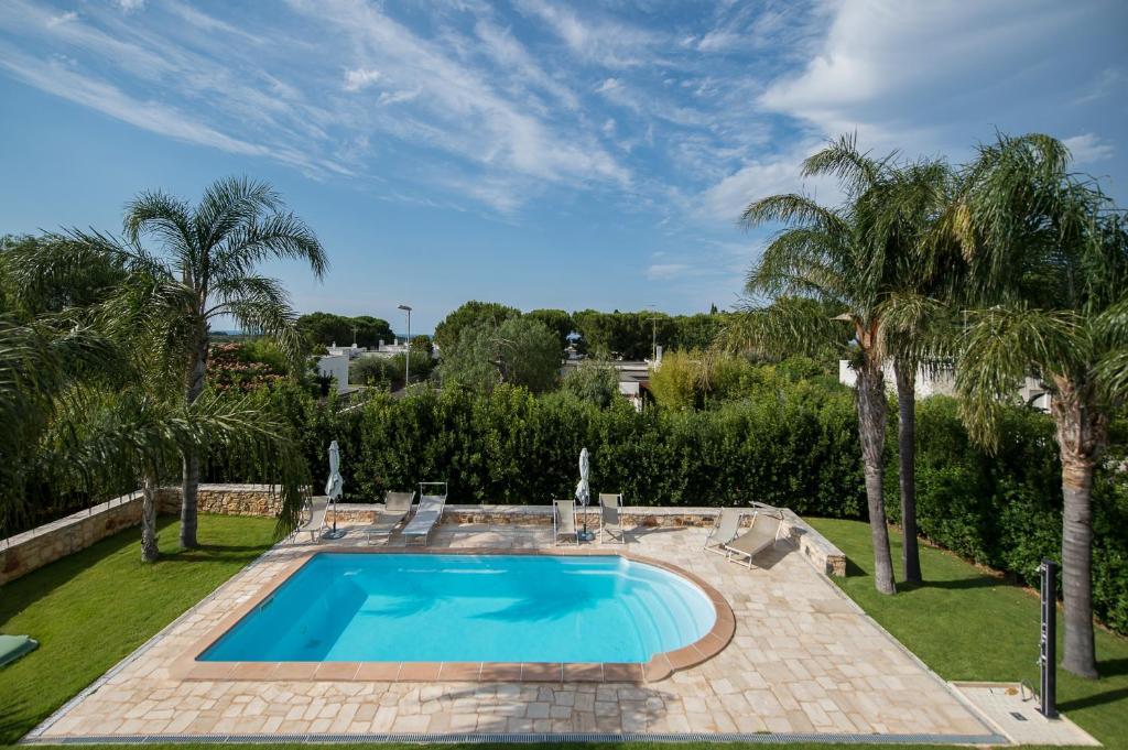 The swimming pool at or close to B&B Albero Del Miglio