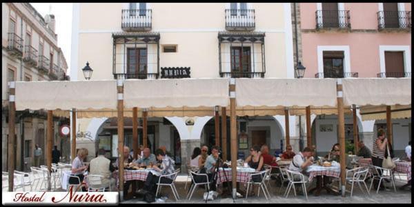Un restaurante o sitio para comer en Hostal Nuria