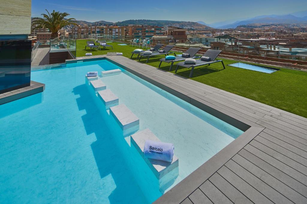 Vista de la piscina de Barceló Granada Congress o alrededores