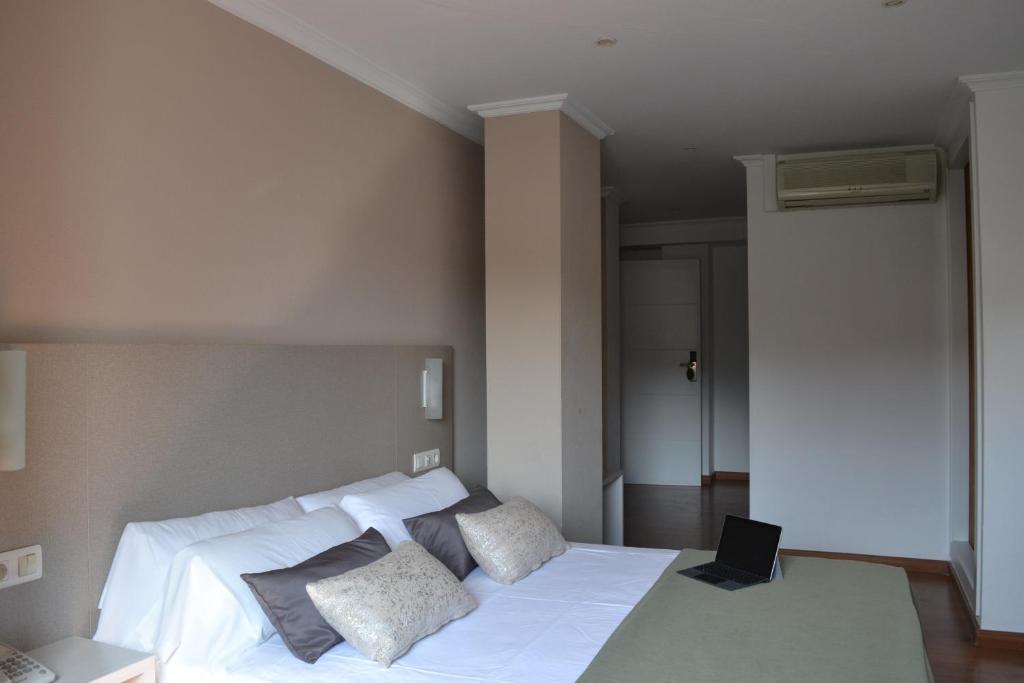 杜爾明薩莉亞別墅酒店房間的床