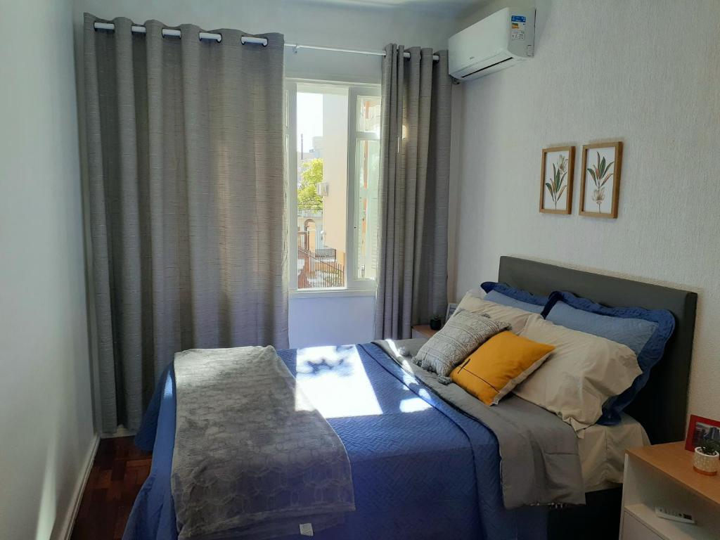 A bed or beds in a room at Amplo, aconchegante e pertinho de tudo