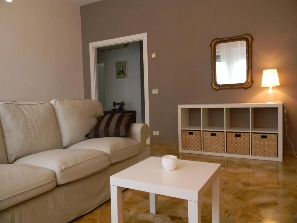 A seating area at Villa Serena