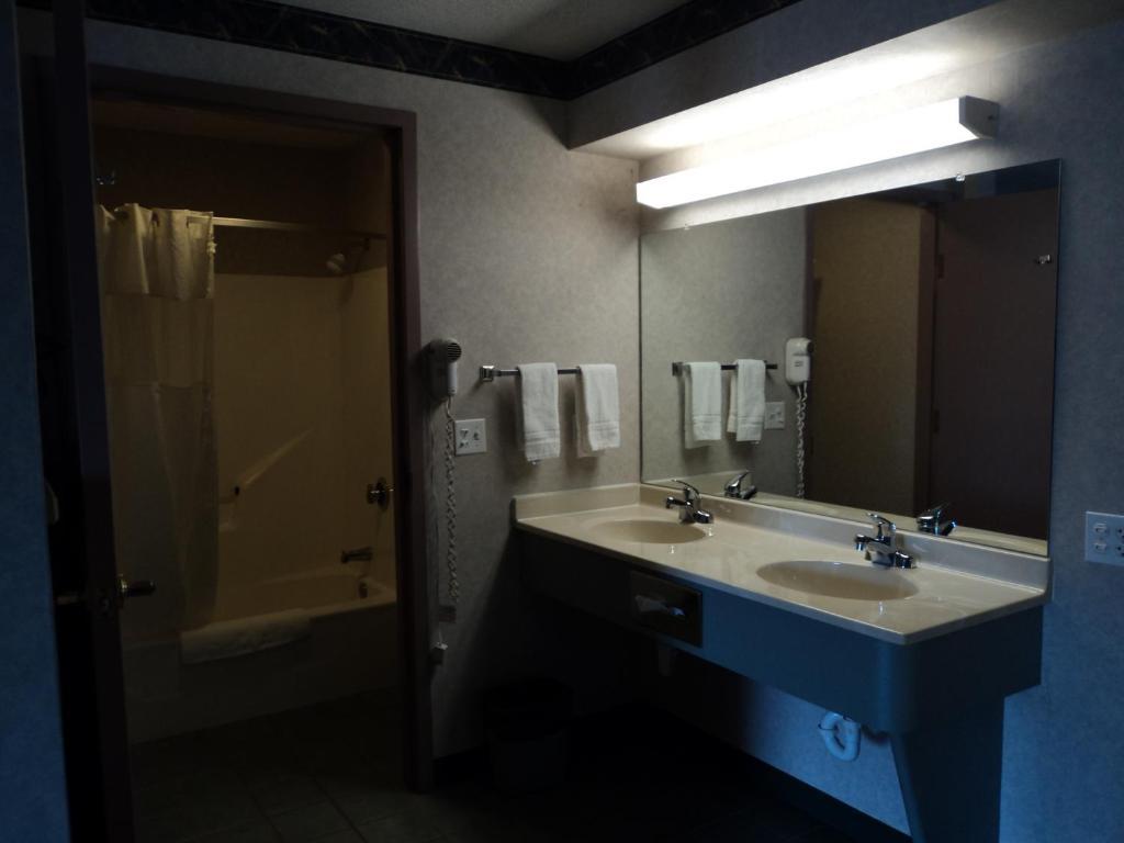 Knights Inn Ottawa