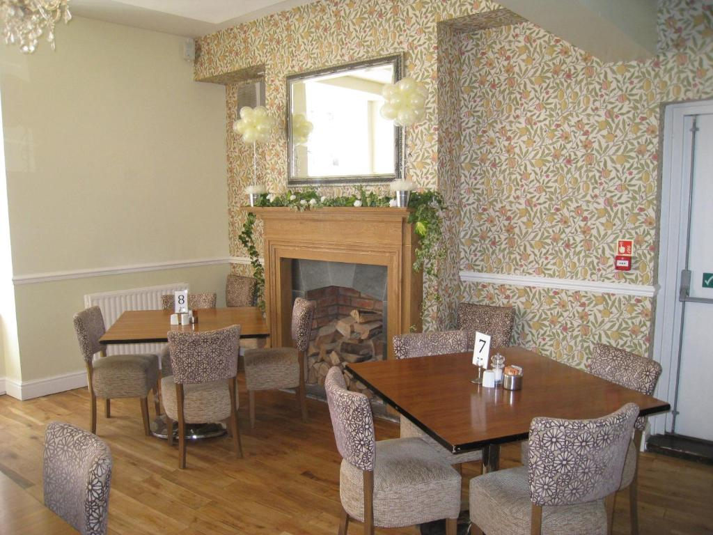 A restaurant or other place to eat at Angel at Bourne